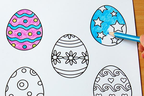 5 outlines of differently decorated eggs. One has stars, another has flowers, the remaining 3 have swirls and dots.